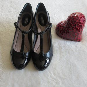 Black pumps size 8.5